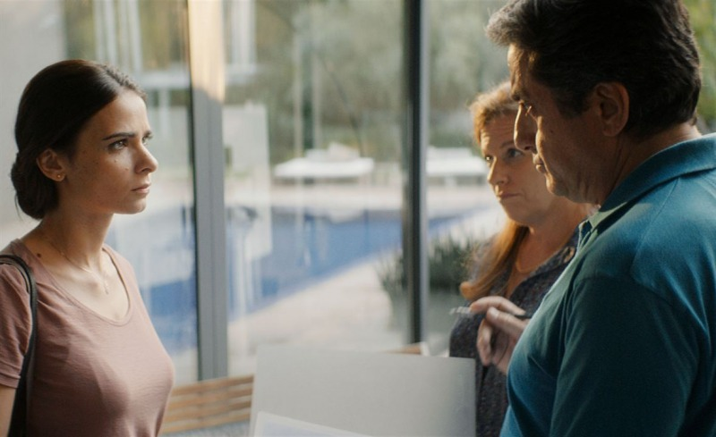 Orna enfrenta seu chefe, Benny, em Não Mexa Com Ela