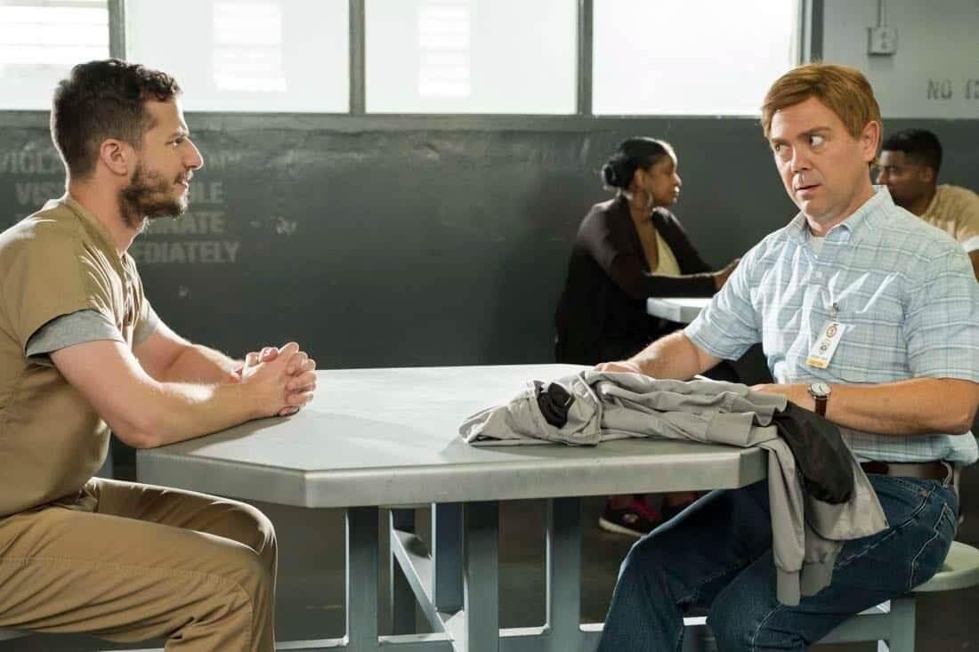 Andy Samberg e Joe Lo Truglio em Brooklyn Nine-Nine - 5ª temporada