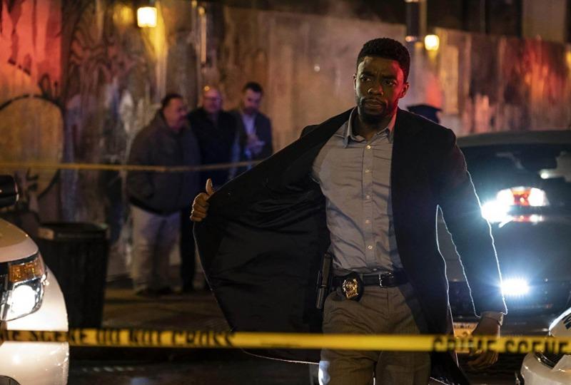 Chadwick Boseman é o Detetive Andre Davis em Crime Sem Saída