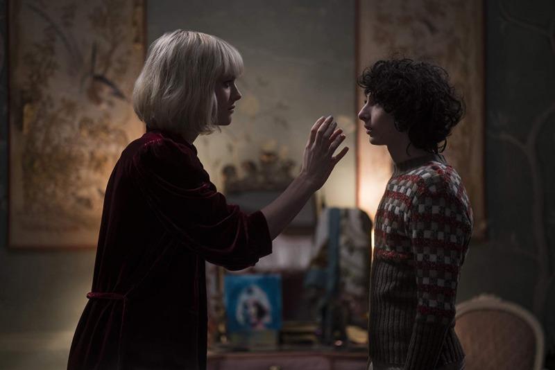 Kate e Miles em cena de Os Órfãos