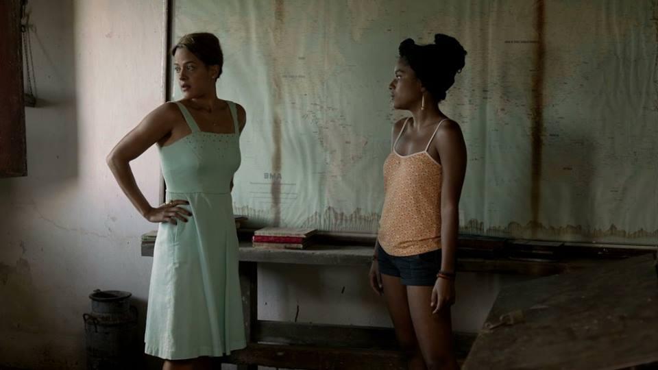 Bethânia e Alessandra em cena de Açúcar
