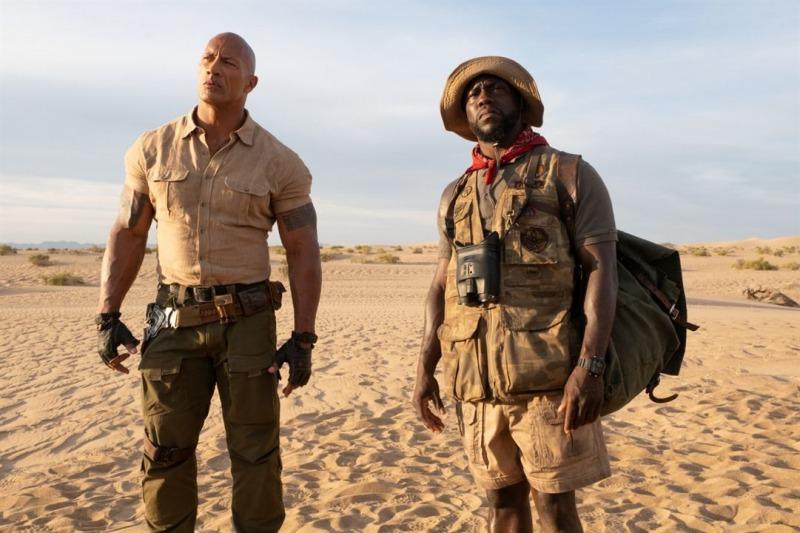 Dwayne Johnson e Kevin Hart em cena do filme Jumanji: Próxima Fase