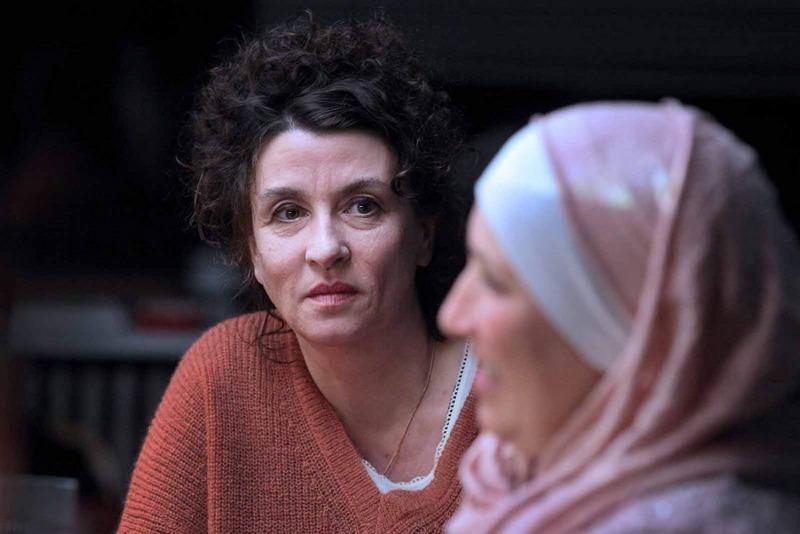 Noémie Lvovsky em cena do filme As Invisíveis