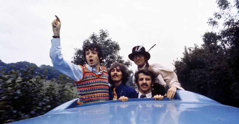 Os Beatles em cena do filme Magical Mystery Tour