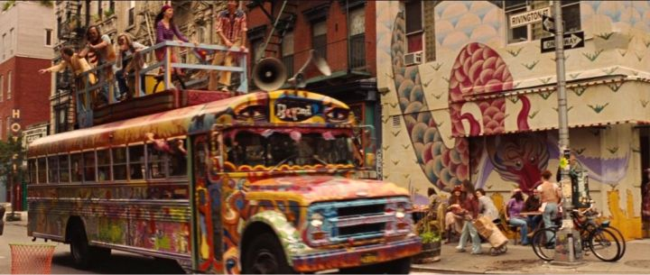 O ônibus de Across The Universe