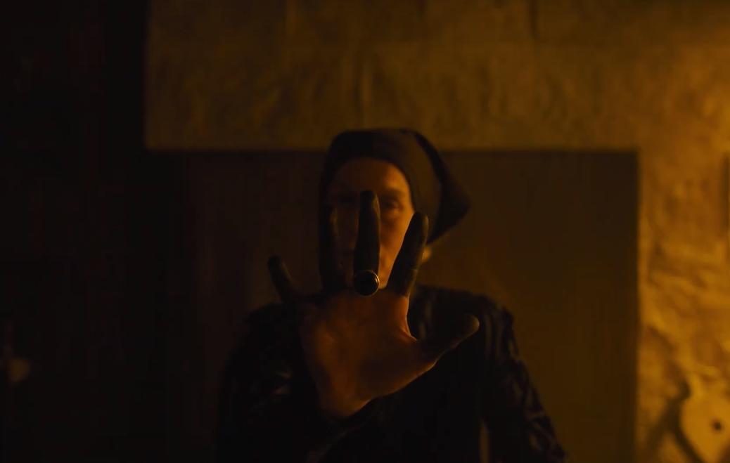 Alice Krige em cena do filme