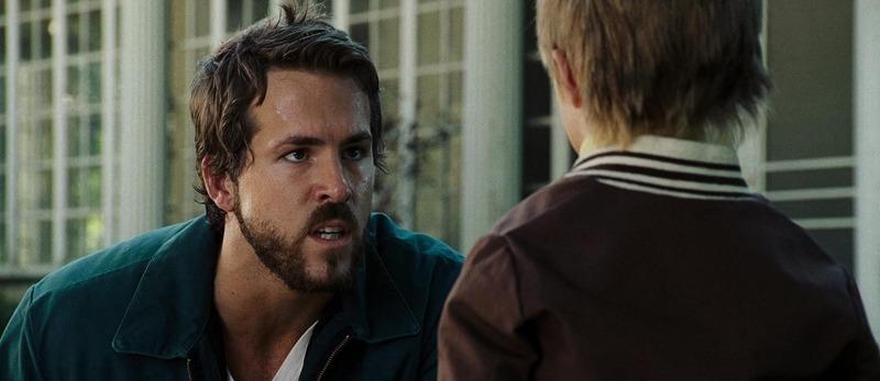 Ryan Reynolds em cena do remake de 2005, Horror em Amityville