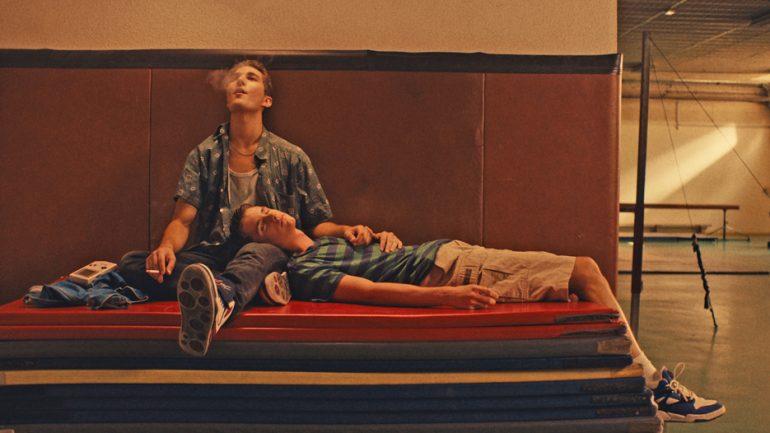 O filme acompanha a adolescência e a vida adulta de Jonas