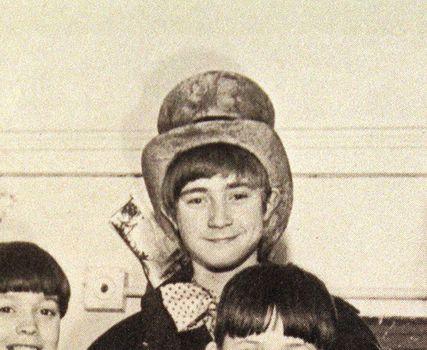 Phil Collins na época em que interpretava Oliver Twister no West End