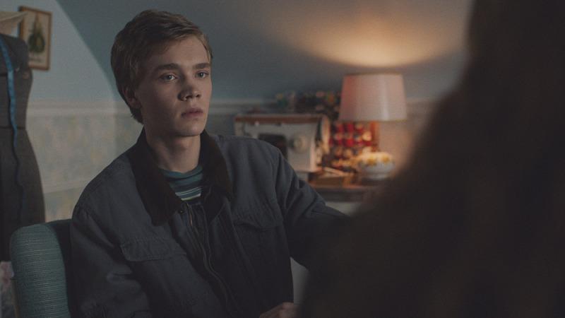 Charlie Plummer em cena do filme O Assassino de Clovehitch
