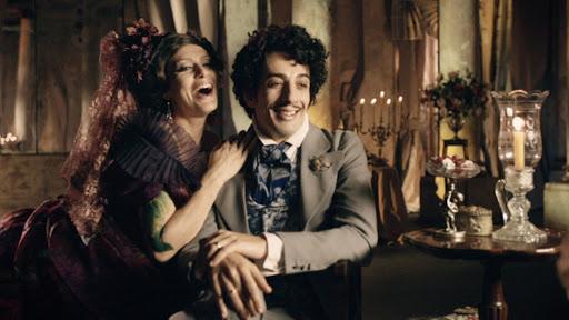 Maria Fernanda Cândido e Michel Melamed como Capitu e Bentinho