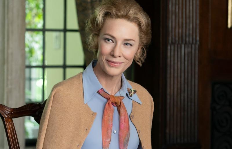 Cate Blanchett em cena da série Mrs. America