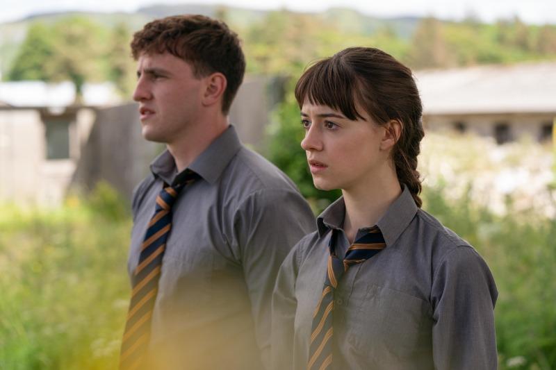 Paul Mescal e Daisy Edgar-Jones em cena da série