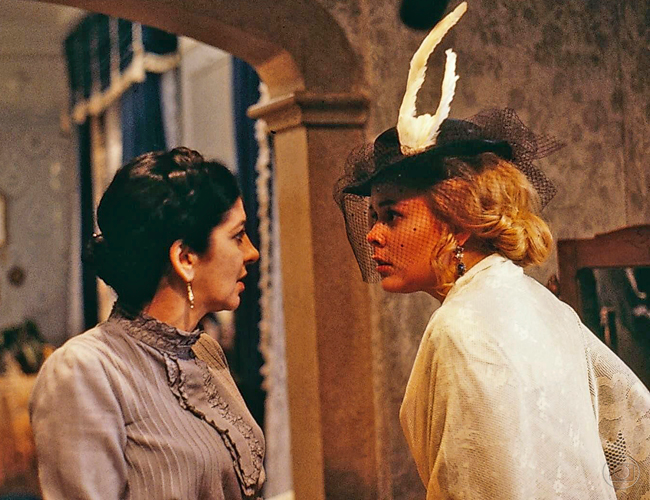 Luísa começa a ser chantageada por Juliana