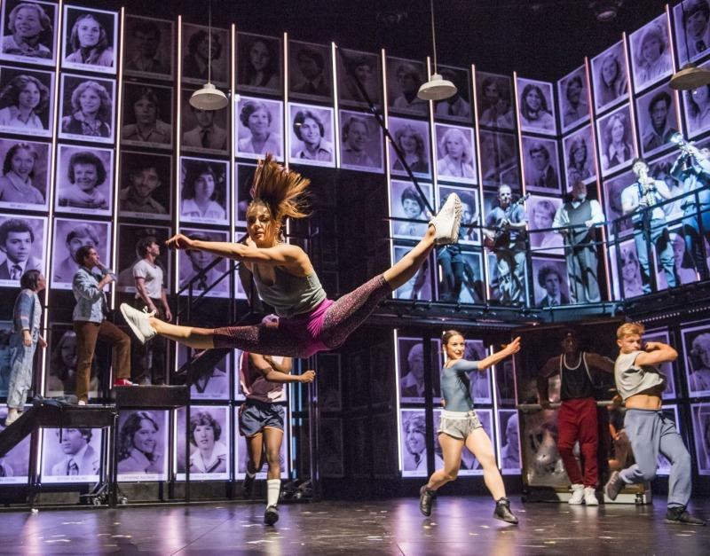 Fame: The Musical explora a vida desses jovens dentro e fora da faculdade