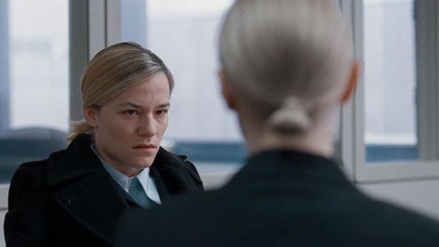 Valerie Pachner em cena do filme O Chão Sob Meus Pés