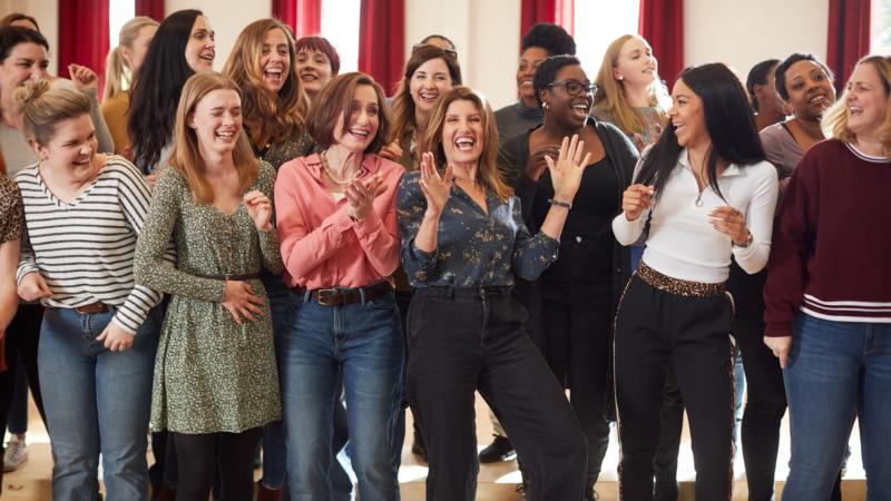 O filme Unidas Pela Esperança acompanha um grupo de mulheres