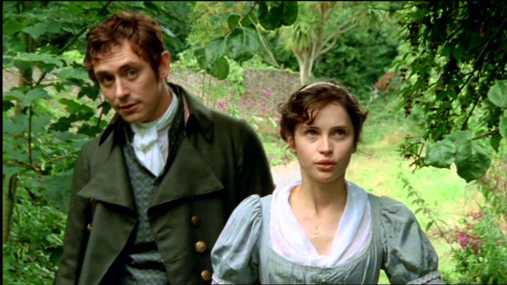 JJ Feild e Felicity Jones em cena de Nothanger Abbey