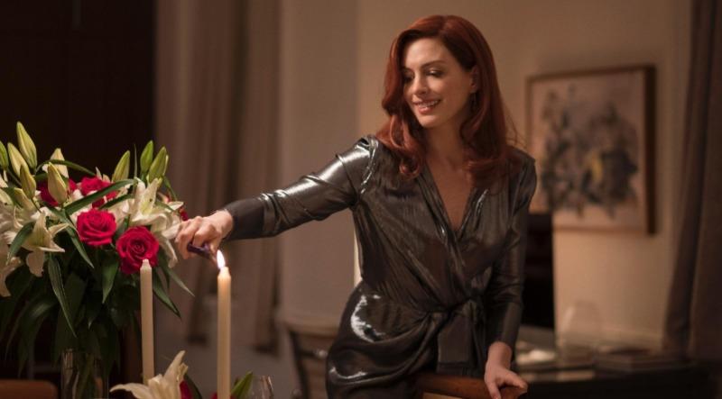 Anne Hathaway como Lexi Donohoe