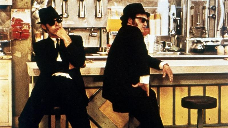 Dan Aykroyd e John Belushi em cena do filme Os Irmãos Cara de Pau