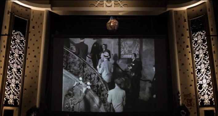 O filme acompanha uma série de moradores que ocupam o Cine Marrocos
