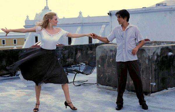 Romola Garai e Diego Luna em cena de Dirty Dancing - Noites de Havana