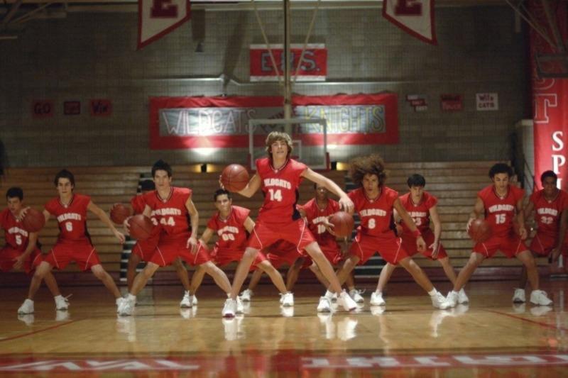 Zac Efron em cena de High School Musical