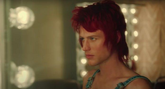 O longa acompanha Bowie antes da fama
