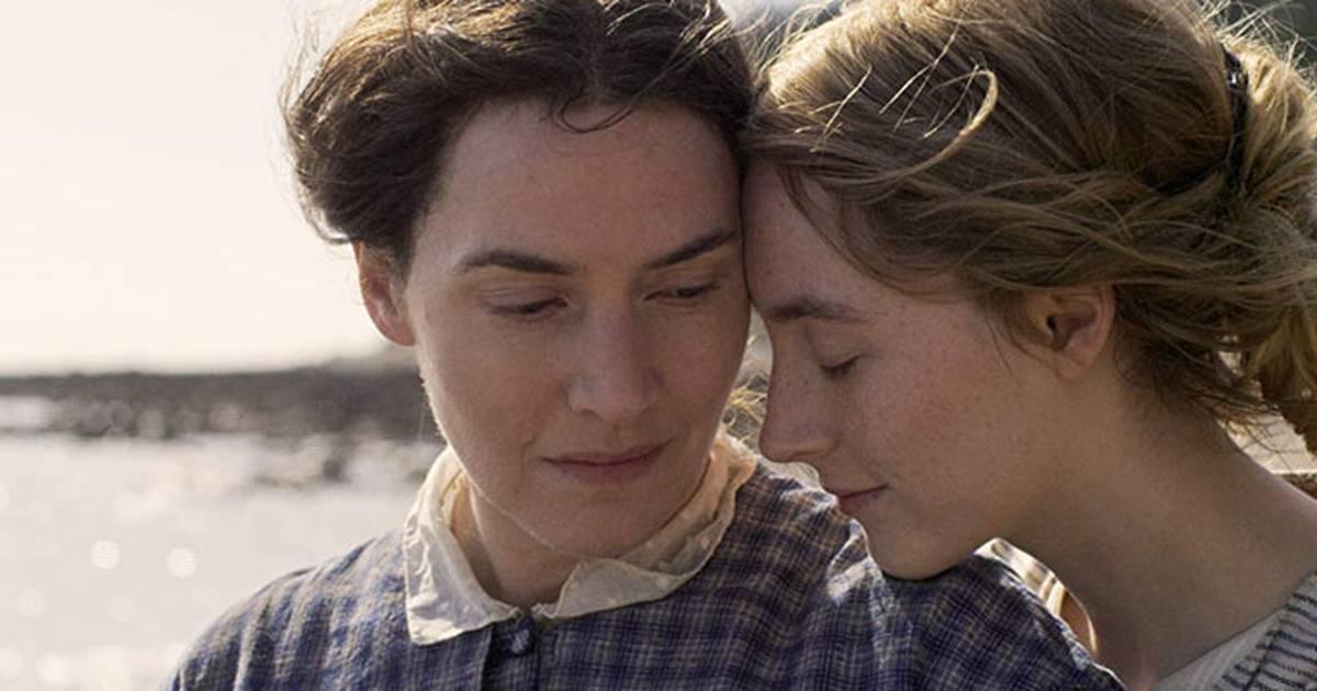 Amonite é focado no romance entre as duas mulheres