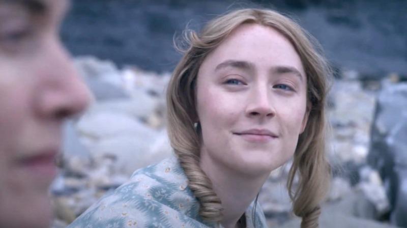Saoirse Ronan em cena do filme Amonite