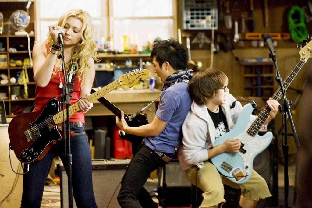 Aly Michalka em cena do filme High School Band