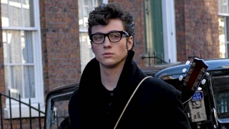 Aaron Taylor-Johnson como John Lennon em O Garoto de Liverpool
