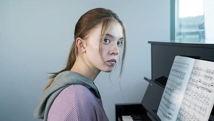 Sydney Sweeney em cena do filme Noturno