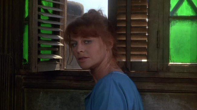 Julie Christie como Anne em Verão Vermelho