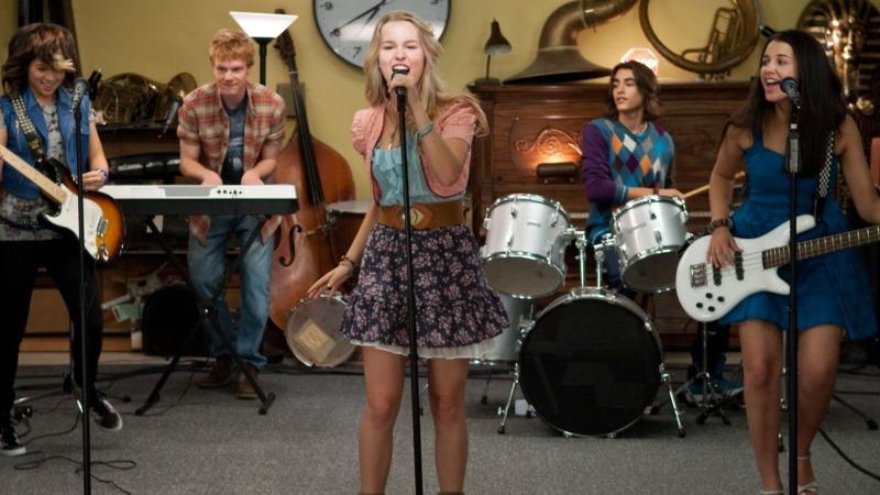 Os números musicais acontecem no palco ou em ensaios - Lemonade Mouth