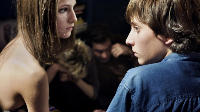 Alice e Mattia estão presos em uma relação nada saudável